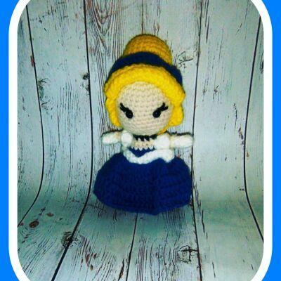 Вязаная игрушка Куколка