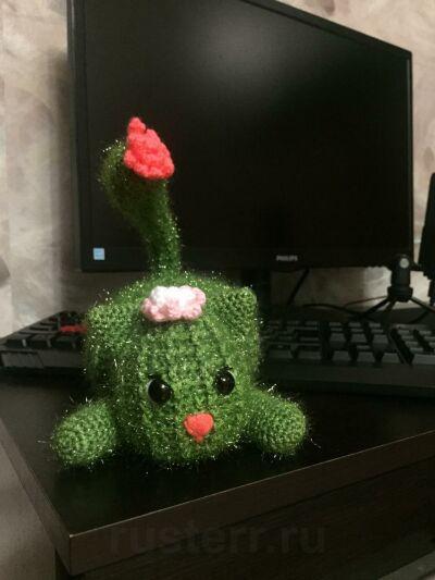 Вязаная игрушка Зелёный кот